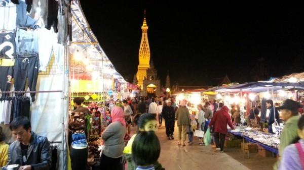 タートパノムのお祭り タイの生活・風習