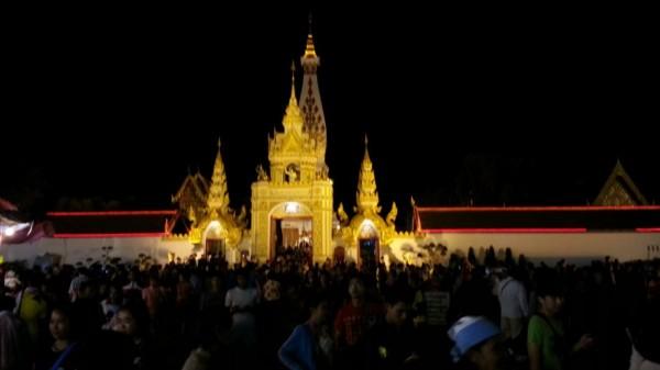 タートパノムのお祭りガンターに行ってみた タイの生活・風習