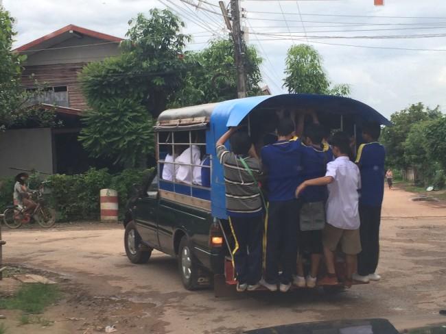 タイの幼稚園でタンブンしてみた タイの生活・風習