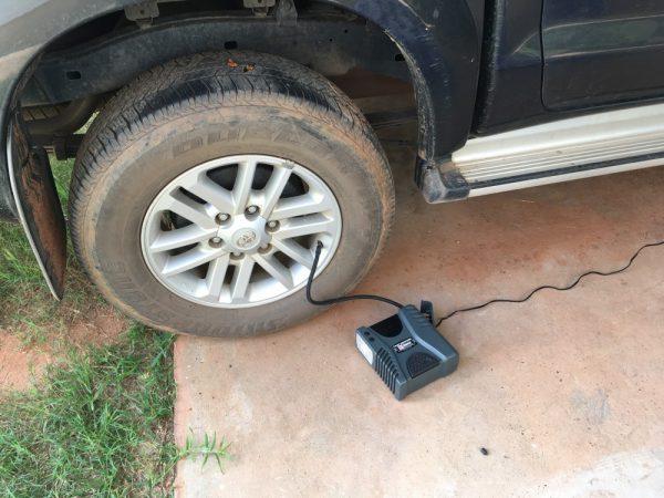 タイヤに空気を入れる