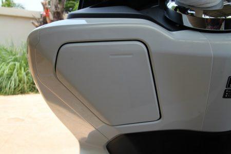 HONDA PCX タイ仕様の小物入れのフタ