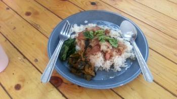 またまた飛行機がぁぁぁー でも、緑のどんふりマーク発見 タイの食べ物